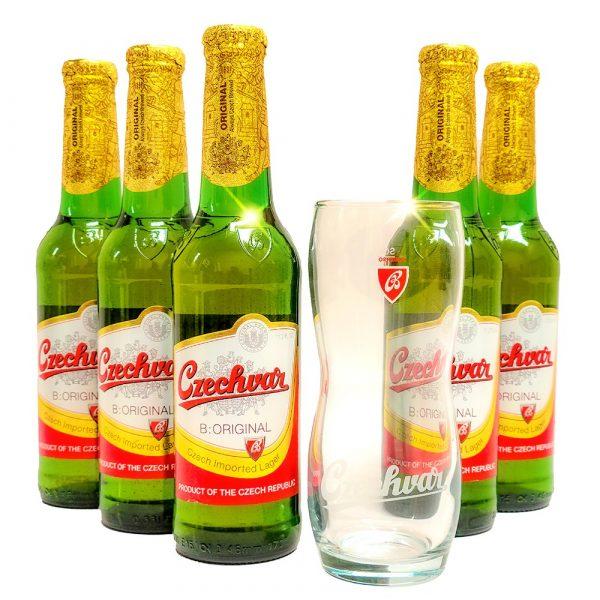 """La larga tradición de 700 años de producción de cerveza original """"Czechvar Budweiser Budvar"""", el exclusivo tiempode maduración de 90 días y los ingredientes naturales de primera clase cuidadosamente seleccionados son, sin duda una garantía de la más alta calidad de esta lager europea. Hecha con lúpulo de la más alta calidad y agua de pozo artesanal, espuma densa, fino aroma a lúpulo y delicado sabor a malta. Incluye vaso de Czechvar.."""
